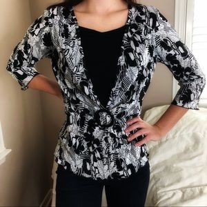 3 LEFT XS-M Chic Stretchy 2 in 1 Geo Floral Top